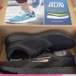 SKECHERS PEFORMANCE Woman's GO RUN 400 Shoes